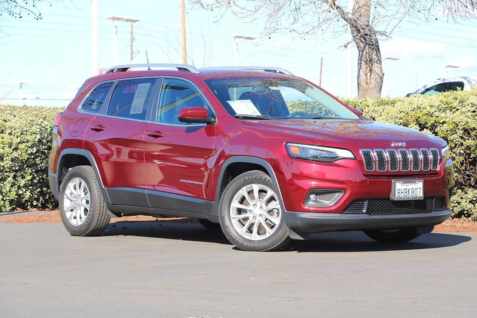 Pre-Owned 2019 Jeep Cherokee Latitude